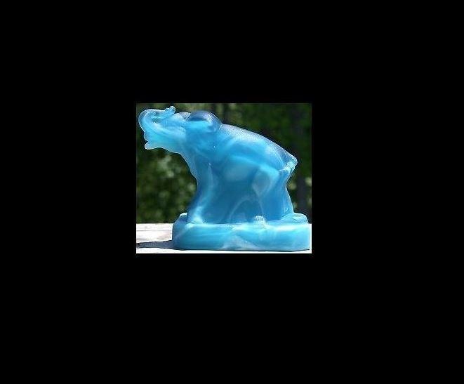 Boyd's Crystal Art Glass BYDZEBlueberrySwirlStn Boyd Glass Zack Elephant Blueberry Swirl Satin