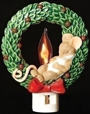 Charming Tails 131121 Mouse In Christmas Wreath Night Light