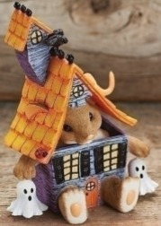 Charming Tails 30399 Mouse In Hauntd House Fig