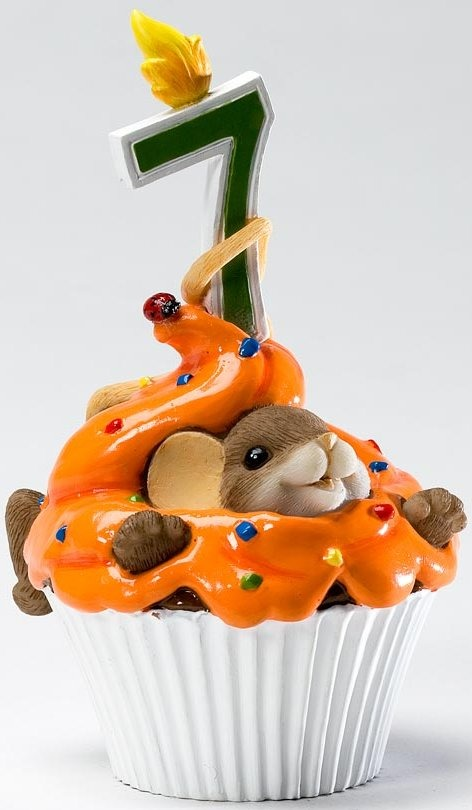 Charming Tails 4020637 Mouse Birthday 7 Cupcake Figurine