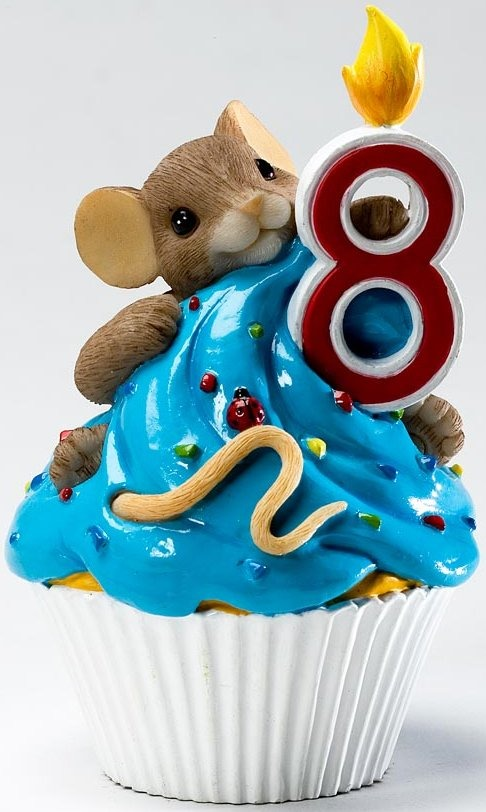Charming Tails 4020638 Mouse Birthday 8 Cupcake Figurine