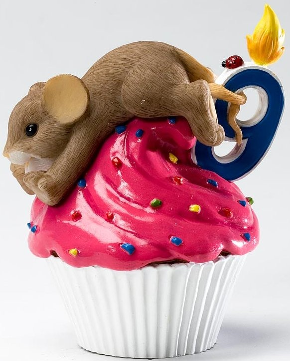 Charming Tails 4020639 Mouse Birthday 9 Cupcake Figurine