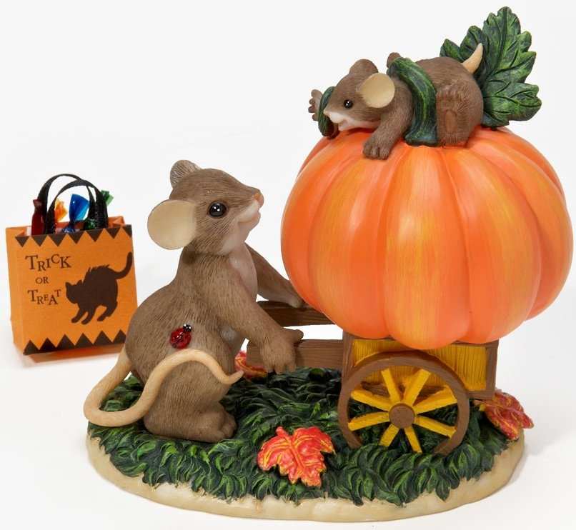 Charming Tails 4023629 How Quickly Our Little Pumpkins become Big Figurine