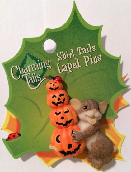 Charming Tails 4024341 Stacked Pumpkins Pin