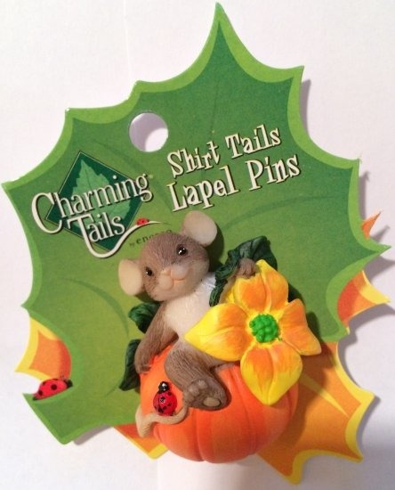 Charming Tails 4024343 Pumpkin & Flowers Pin