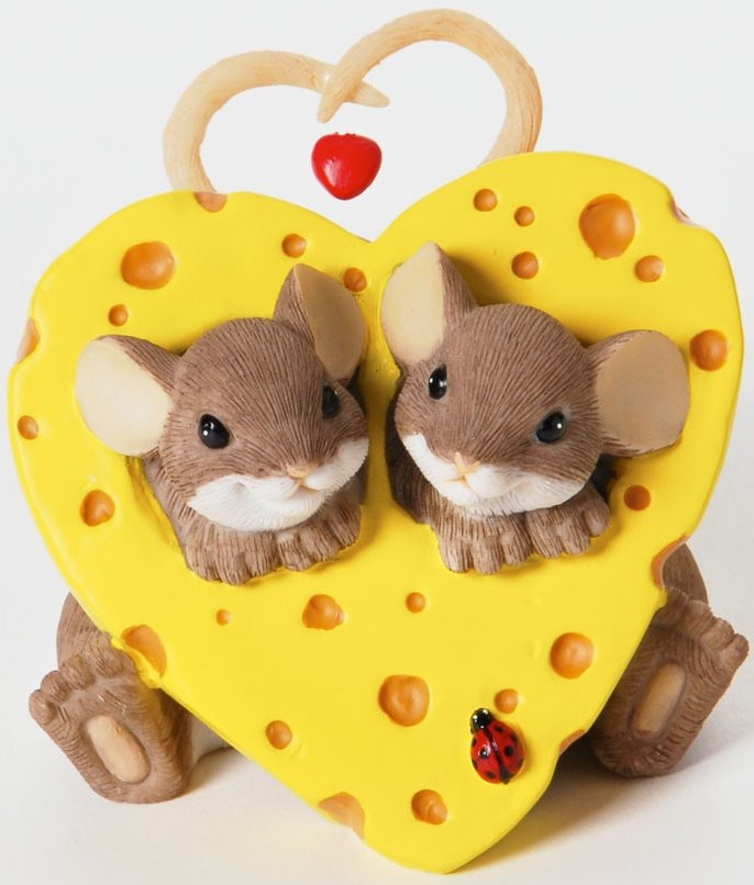 Charming Tails 4025754 Our Own Little Slice of Love Figurine