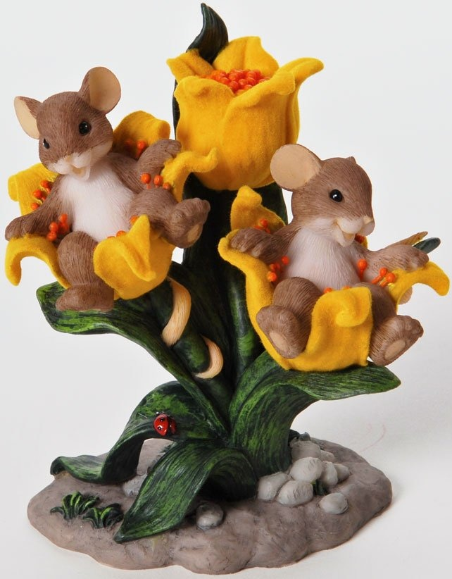 Charming Tails 4025764 Your Friendship Comes With Front row Seats Figurine