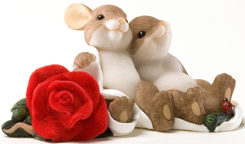 Charming Tails 4025967 A Beautiful Rose For a Beautiful Love Figurine