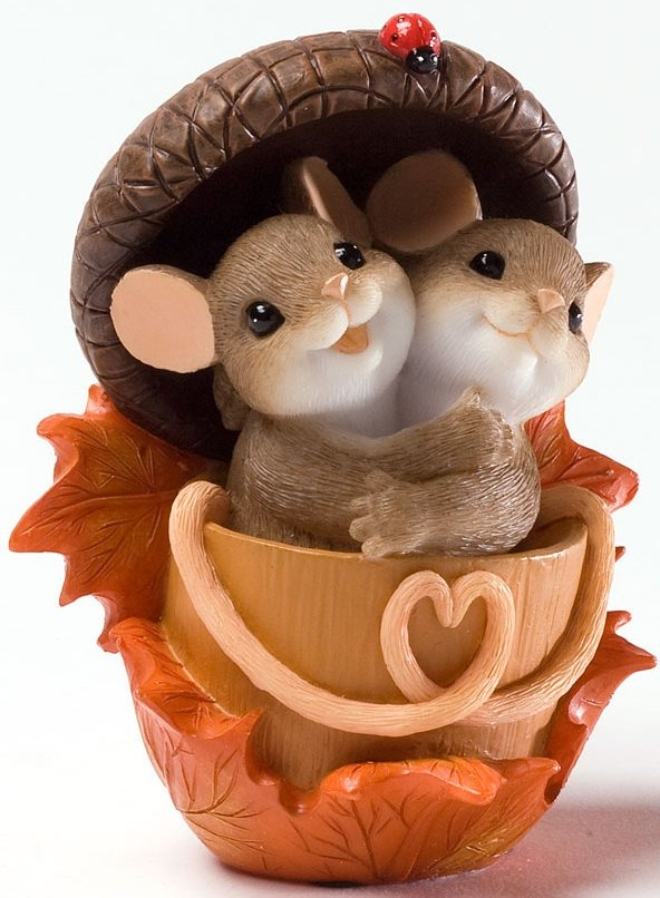 Charming Tails 4027683 Acorn Built for Two Figurine