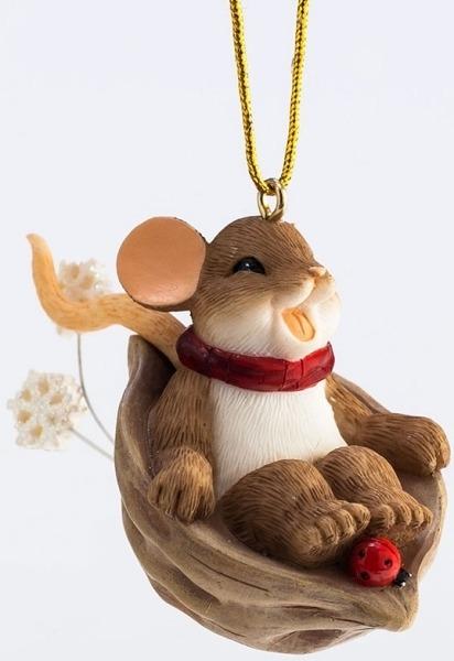 Charming Tails 4046957 Sliding Nutshell Ornament