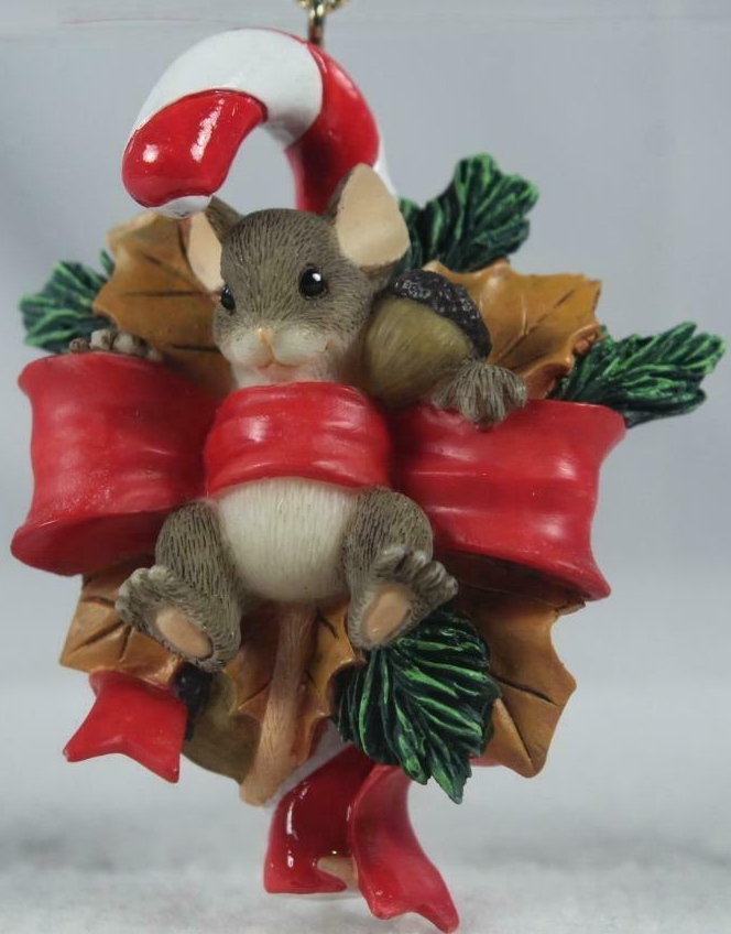 Charming Tails 89113 Yule Tied Sweetie Ornament