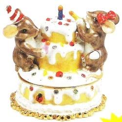Charming Tails 89217 Treasures Birthday Cake