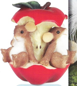 Charming Tails 89375 Friends to the Core Figurine