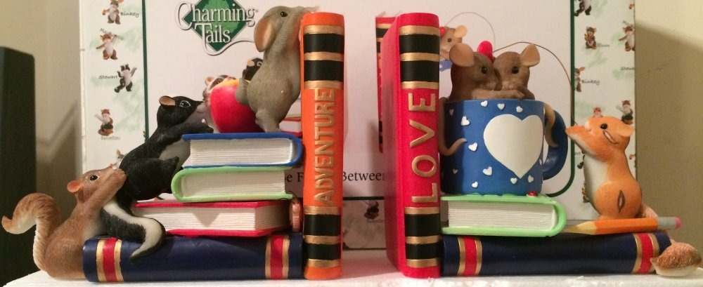 Charming Tails 97135 Friendship Between Adventure Bookends