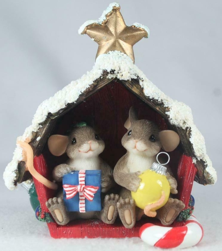 Charming Tails 98344 Friend Filled Christmas Barn Signature Series