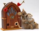 Charming Tails 4020493 Old Fashioned Love Song Figurine