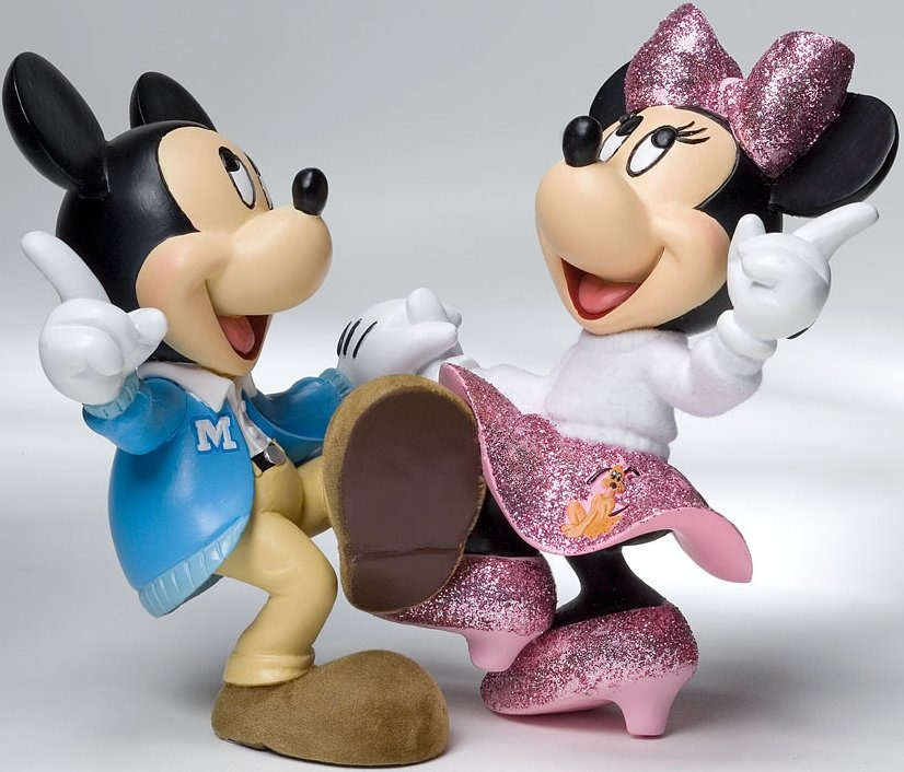 Disney Showcase 4022355 Mickey and Minnie Jitter