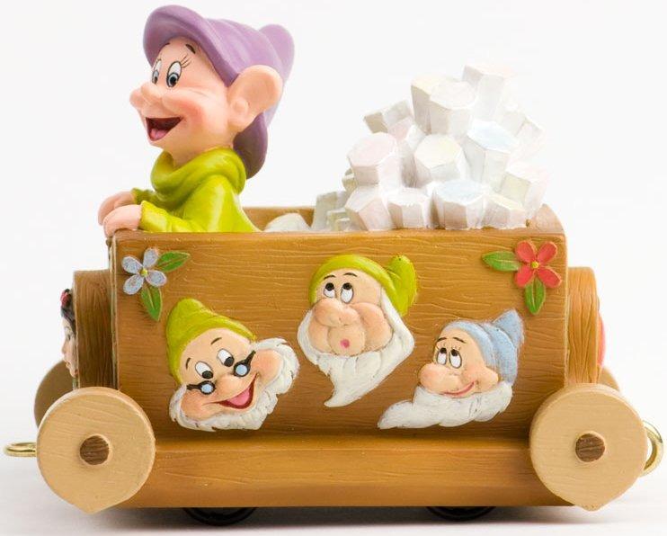 Disney Showcase 4031534 Snow White Parade Float