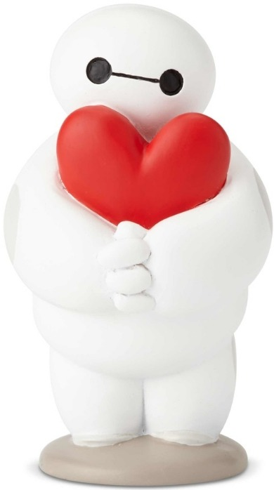 Disney Showcase 6001662 Disney Hugs Baymax & Heart