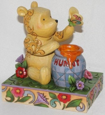 Jim Shore Disney 4016589 Classic Pooh and Butterfly