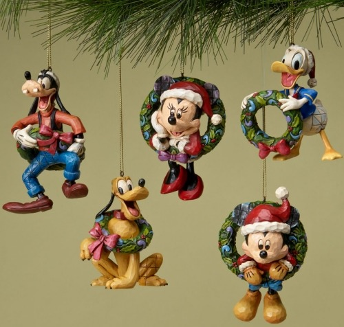 Disney Traditions by Jim Shore 4023565 Fab 5 With Wreaths