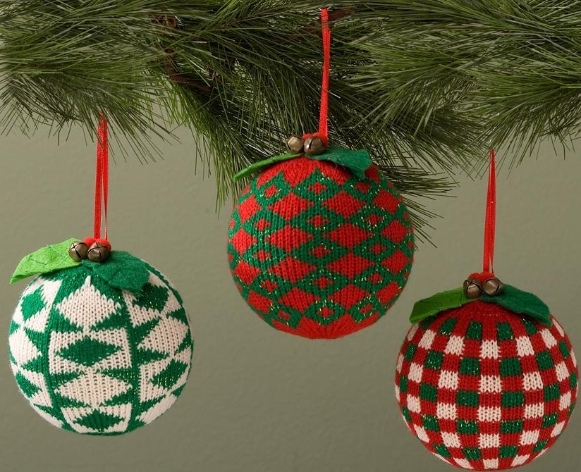 Jim Shore 4027853 Set of 3 Knit Ball Hanging Ornaments