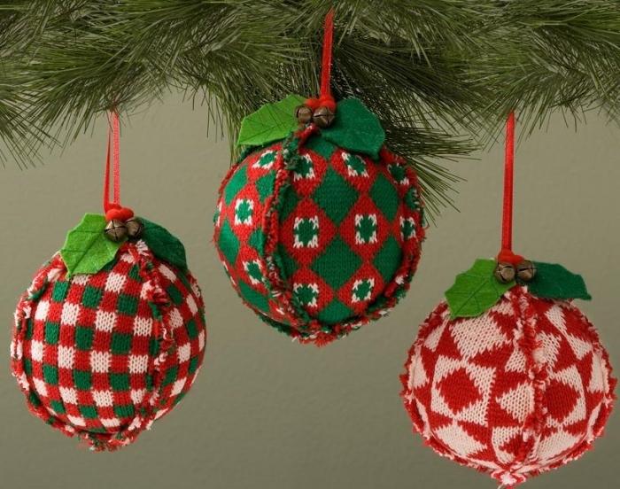 Jim Shore 4027854 Set of 3 Knit Ball Hanging Ornaments