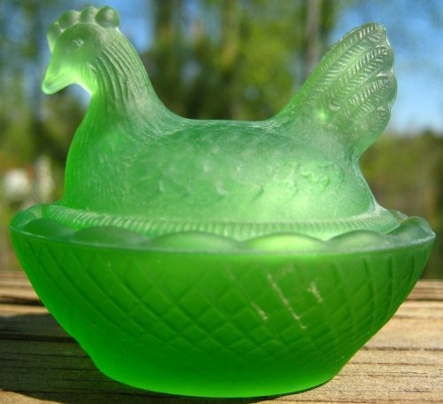 Estate Items 5 L E Smith Hen on Nest Antique Green Satin