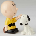 Peanuts Ceramics 6002276 Charlie Brown Petting Snoopy