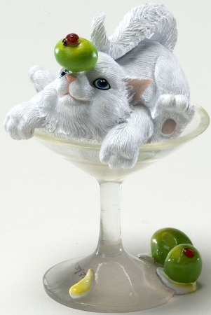 Charming Purrsonalities 4022701 A Toast to Friendship Cat Figurine