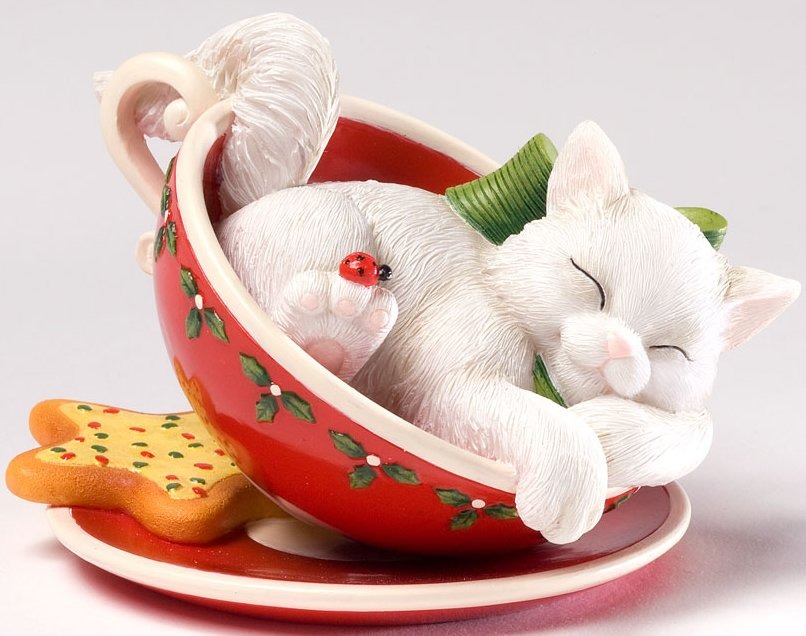 Charming Purrsonalities 4027985 Resting Up For a Tea - Rific Holiday Figurine