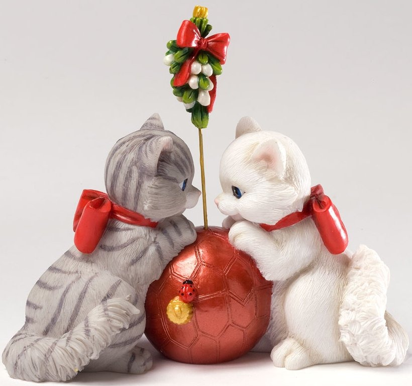 Charming Purrsonalities 4027988 I See The Magic of the Season in your Eyes Figurine