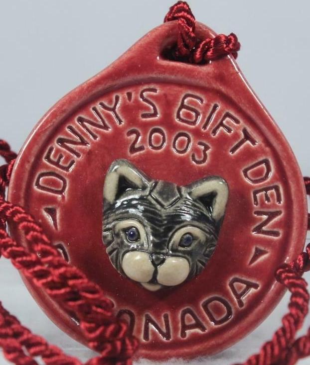 Artesania Rinconada 2003DennysCatRed Cat RARE Event Medallion 2003 Dennys Red