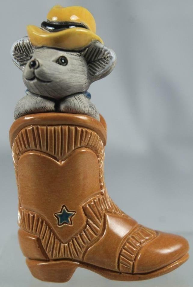 Artesania Rinconada 73E Mouse In Cowboy Boot